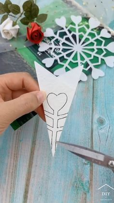 Diy Crafts Hacks, Diy Home Crafts, Holiday Crafts, Fun Crafts, Christmas Crafts, Instruções Origami, Paper Crafts Origami, Valentine Day Crafts, Wooden Jigsaw