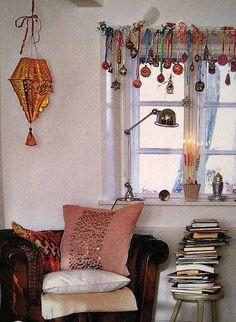 La Petite Cabochonne (Yes, love the window treatment!)