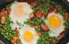 A very popular Portuguese dish, green peas and chouriço combines the wonderful flavors of Chouriço with some tasty vegetables and eggs in a simple and easy way. Portuguese Soup, Portuguese Sausage, Portuguese Recipes, Pea Recipes, Cooking Recipes, Healthy Recipes, Hot Dogs, Green Peas, Chicken Soup Recipes