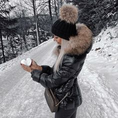 Puffy Jacket, Hooded Jacket, Kendall, Down Coat, Moncler, Canada Goose Jackets, Cool Girl, Winter Fashion, Jackets For Women