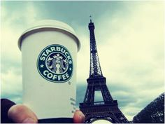 Le #Starbucks au pied de la Tour #Eiffel -  Grabbing a Starbucks #coffee in #Paris in Cheers Paris me / Paris me tchin tchin ~BL~