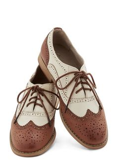 Vintage 1920's Shoes: The Top 10 Styles for Women - Lizzy's cleaning lady shoes?