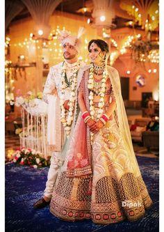 Latest and elegant jaimalas for a perfect wedding! Bridal Mehndi Dresses, Indian Bridal Outfits, Indian Bridal Lehenga, Indian Dresses, Wedding Outfits For Groom, Wedding Dresses For Girls, Wedding Attire, Indian Bride And Groom, Bride Groom