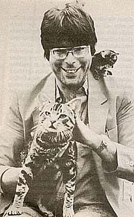 stephen king and cat ( when I was younger Stephen king looked scary) Crazy Cat Lady, Crazy Cats, Men With Cats, Steve King, Horror Photos, Stephen King Books, Cat People, Jazz, Cool Cats