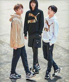 Jungkook, V & Jimin Bts Jungkook, Namjoon, Foto Bts, Bts Photo, Jikook, V Bts Wallpaper, Lines Wallpaper, Bts 2018, Kpop