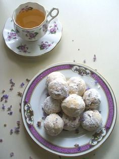 Lavender Teacakes recipe to try along with your next tea (high tea food edible flowers) Tea Recipes, Cooking Recipes, Drink Recipes, Dessert Crepes, Café Chocolate, Lavender Tea, Lavander, Lavender Buds, Lavender Fields