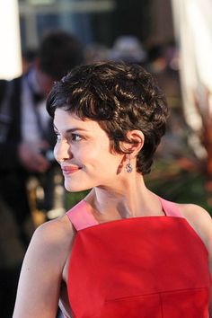 I love her hair x 1 million: Audrey Tautou Cannes Double Shot Short Wavy Hair, Curly Hair Cuts, Curly Hair Styles, Curly Pixie Haircuts, Hairstyles Haircuts, Curly Bob, Audrey Tautou, Hair Styles 2016, Great Hair