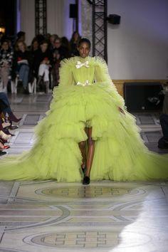 Défilé Giambattista Valli printemps-été 2018 Couture - New Ideas Dior Haute Couture, Style Couture, Couture Fashion, Runway Fashion, Fashion Show, Fashion Week Berlin, Chanel Resort, Angela Simmons, Roberto Cavalli