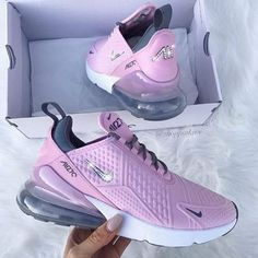 Sneakers Magazine with the Latest News & Date Releases - Damnkicks Nike Tennis Shoes, Red Nike Shoes, Sneakers Nike, Air Max Sneakers, Me Too Shoes, Baskets, Gray Shoes, Trendy Shoes, Casual Shoes
