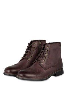 Die Boots von ROCKPORT sorgen mit dem Leder im Vintage-Look für einen besonders robusten und maskulinen Style. Das Modell ist mit sorgfältig platzierten Ziernähten und einer abgesetzten Vorderkappe gestaltet. Ein Reißverschluss in der Seite ergänzt den markanten Look. Eine stoßabsorbierende Einlegesohle sorgt außerdem für ein absolut komfortables Tragegefühl. Unverzichtbar für moderne Freizeit-Outfits!Details:Leder im Vintage-LookZiernähteAbgesetzte VorderkappeStoßabsorbierende...