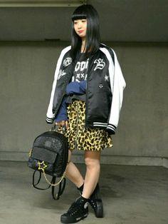 今年のマストアイテム【スカジャン】コーデ(^-^) レオパード柄のスカートで ちょっぴりヤンチャスタ