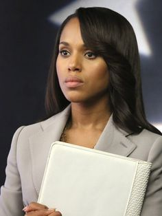 """Scandal is back! Scandal is back!!! Are you watching it right now? We have some behind-the-scenes scoop from makeup artist Sheri Knight, a.k.a. the woman responsible for the beautiful, natural makeup Olivia Pope wears every week. """"The one note..."""