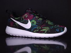 rosherun print fuchsia flash/white-black | Details about NIKE Rosherun Print Fuchsia Flash White Black New Floral ...