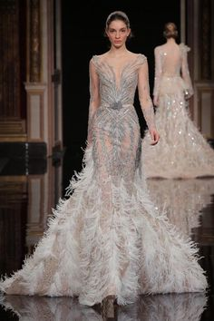 Different Wedding Dresses Why White Wedding Dresses Brides attracted attention with their wedding dresses, white clothes came to the fore. The first bride to come to the fore. Different Wedding Dresses Style Couture, Couture Fashion, Runway Fashion, Fashion Show, Net Fashion, Fashion Women, Latest Fashion, Paris Fashion, Fashion Tips