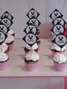 Minnie Mouse Cupcakes #minniemouse #cupcakes
