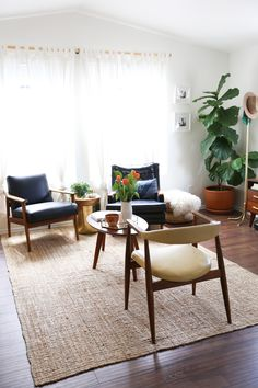 Add the modern decor touch to your home interior design project! Living Room Update, Home And Living, Living Room Decor, Bedroom Decor, Living Rooms, Bedroom Colors, Living Spaces, Interior Design Inspiration, Home Interior Design