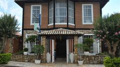 A Pousada Anada-Ri está localizada em São Lourenço, Minas Gerais. Composta por 16 suítes, salas de estar, sala para leitura, piscina com vista para a Serra da Mantiqueira, varandas com vista para lindas montanhas. Entre as opções de lazer encontram-se ping-pong, sinuca, sauna a vapor, sala de convenções. As diárias incluem um farto café da manhã.