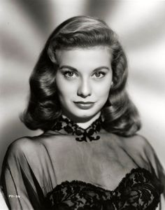 Peggy Dow - My Favorite Old Hollywood Hairstyles Old Hollywood Hair, Old Hollywood Glamour, Classic Hollywood, Vintage Hollywood, Timeless Beauty, Classic Beauty, Hollywood Actresses, Actors & Actresses, Classic Actresses
