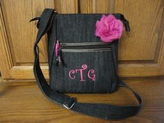 Our Organizing Shoulder Bag totally does just that! Keeps you organized & stylish! Add embroirdery and rosette to complete the look. How sassy in Denim!  www.mythirtyone.com/shansharris
