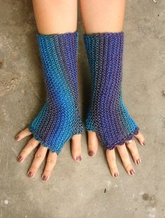 Turquoise and purple striped fingerless mittens in soft acrylic by TinyOrchids #fingerlessgloves #peacock #dragonfly #striped