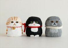 「金ねこちゃん」新発売! : ブニプニ新聞 Ceramic Clay, Clay Crafts, Clay Art, Japanese Art, Neko, Plasticine, Sewing Crafts, Character Design, Pottery