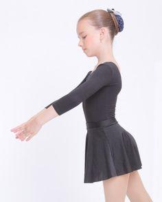 Одежда для хореографии (гимнастические купальники, юбочки, балетки)