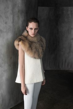 Is this a fur Dickie? I need a fur Dickie. Co - Pre-Fall 2015 - Look 18 of 22 Fur Fashion, Runway Fashion, Winter Fashion, Fashion Show, Womens Fashion, Fashion Pics, Piel Natural, 2016 Fashion Trends, Fall Winter 2015