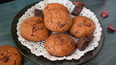 These whole wheat cookies with chocolate are not only very tasty, but also very easy to prepare. You can eat them in the morning with milk, yogurt or kefir Whole Wheat Cookies, Tasty, Yummy Food, Healthy Recipes, Yummy Recipes, Healthy Food, Yogurt, Biscuits, Muffin