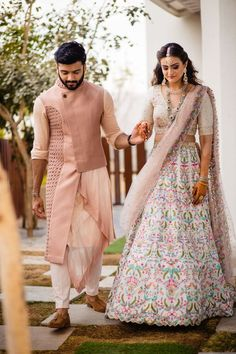 Mehendi Outfits, Bridal Outfits, Dress Outfits, Fashion Dresses, Indian Groom Dress, Indian Bride And Groom, Indian Wear, Wedding Party Dresses, Wedding Attire
