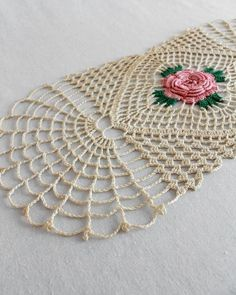 Picture of Solitary Rose Runner Crochet Pattern Crochet Puff Flower, Crochet Flower Patterns, Doily Patterns, Crochet Flowers, Knitting Patterns, Crochet Table Runner, Crochet Tablecloth, Crochet Doilies, Crochet Lace