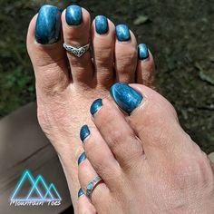 "Mrs. T. on Instagram: ""Those toes... 😈😈😈 . . #beautifulfeet #prettytoes #prettyfeet #cutefeet #beautifulfeetofig #perfecttoes #perfectsoles #perfectarches…"" Pretty Hands, Pretty Toes, Pink Pedicure, Purple Toes, Black Dancers, Long Toenails, Beautiful Toes, Sexy Toes, Female Feet"