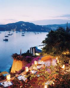 Children under sixteen are not allowed at La Casa Que Canta, where dinner is accompanied by panoramic views of Zihuatanejo
