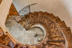 Curves Ahead - Miley Cyrus's Tuscan-Style Mansion in  Los Angeles - Photos