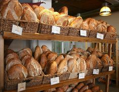 Retail - cafe and bakery display. Bakery Store, Bakery Cafe, Bakery Design, Cafe Design, Design Design, Bread Display, Bakery Interior, Italian Deli, Bread Shop