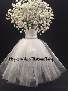 Are you thinking about having your wedding by the beach? Are you wondering the best beach wedding flowers to celebrate your union? Here are some of the best ideas for beach wedding flowers you should consider. Wedding Vase Centerpieces, Wedding Centerpieces, Wedding Table, Wedding Day, Elegant Centerpieces, Centerpiece Ideas, White Centerpiece, Masquerade Centerpieces, Vase Ideas