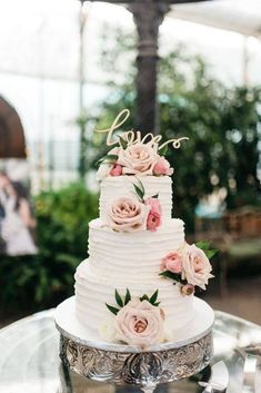 3 tier white wedding cake with soft pink fresh roses. 3 tier white wedding cake with soft pink fresh roses. Blush Wedding Cakes, Burgundy Wedding Cake, 3 Tier Wedding Cakes, Pretty Wedding Cakes, Floral Wedding Cakes, Wedding Cake Rustic, Wedding Cakes With Flowers, Wedding Cake Designs, Wedding Cake Roses