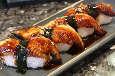 eel nigiri and eel sauce - scrumptious melt-in-your-mouth morsels! One of my absolute favorites! Eel Sushi, Nigiri Sushi, Sashimi, Shrimp Sushi, Healthy Diet Recipes, Cooking Recipes, Sushi Recipes, Oshi Sushi, Gastronomia