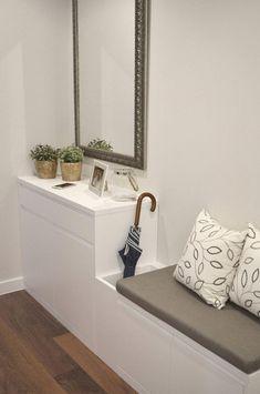 Piso en el Eixample de Barcelona de Thinking Home homify bathroomvanities is part of Entryway decor - Home Decor Signs, Unique Home Decor, Diy Home Decor, Room Decor, Hallway Decorating, Entryway Decor, Flur Design, Diy Design, Hall Furniture