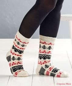 Носки с брусникой, ёлкой и совой. How To Start Knitting, How To Purl Knit, Easy Knitting, Knitting Socks, Knitting Patterns Free, Knit Socks, Knitting Ideas, Woolen Socks, Warm Socks