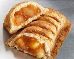 This Copycat McDonalds Apple Pie Recipe is so easy and so delicious. Whats better than a warm homemade apple pie? A warm homemade apple pie that you can hold in your hands! Mcdonalds Apple Pie, Small Desserts, Granny Smith, Apple Pie Recipes, Copycat Recipes, Holiday Recipes, Donuts, The Best, Dessert Recipes