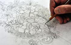 Un employé de Maison Sophie Hallette à Caudry dessine une dentelle, le 23 avril 2013 [Philippe Huguen / AFP]