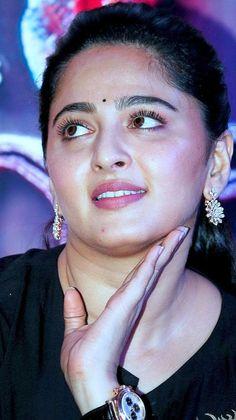 Indian Actress Hot Pics, South Indian Actress Hot, Most Beautiful Indian Actress, South Actress, Beautiful Actresses, Indian Actresses, Actress Anushka, Bollywood Actress, Actress Without Makeup