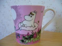 Muumimuki The story of moominvalley -sarja (vaaleanpunainen) Yamaka Moomin Mugs, Moomin Valley, Tove Jansson, Finland, Songs, Design, Decor, Art, Glass