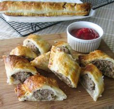 Homemade Sausage Rolls - flaky, buttery puff pastry and sausage with sage and onion. So quick and easy to make at home! Sausage Recipes, Pork Recipes, Cooking Recipes, Recipies, Finger Food Appetizers, Easy Appetizer Recipes, Brunch Recipes, Easy Recipes, Dinner Recipes