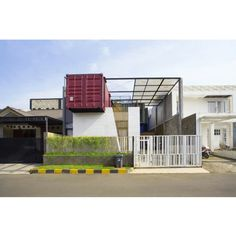 4 CONTAINERS HOUSE