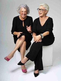 Tyne Daly and Sharon Gless. Film Theatre and Television award winning actresses. Cagney and Lacey. Cagney And Lacey, Mode Ab 50, Look Formal, Advanced Style, Ageless Beauty, Going Gray, Aging Gracefully, Grey Hair, Old Women