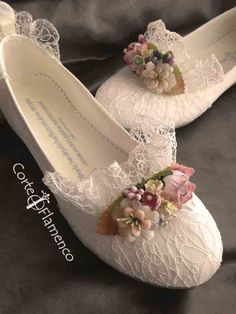 Mon-air-zapatos-de-comunion-corte-flamenco-bailarinas-de-comunion-zapatos-de-com . Wedding Shoes Bride, Wedding Boots, Wedding Shoes Heels, Bride Shoes, Pointe Shoes, Ballet Shoes, Shoe Makeover, First Communion Dresses, First Communion Shoes