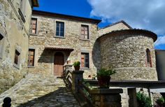 Lierna well represents the typical architecture of the medieval villages in the Casentino Valley