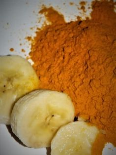 Banánová pleťová maska s kurkumou Healthy Life, Beauty Hacks, Pleťové Masky, Hair Beauty, Homemade, Food, African Attire, Turmeric, Healthy Living