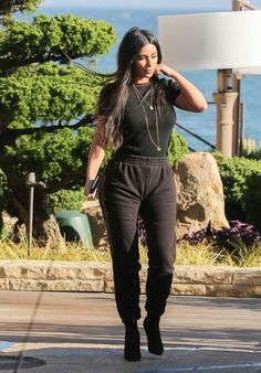 Kim Kardashian and Kanye West out and about in Malibu, CA - May Kim Kardashian Style, Outfits and Clothes. Looks Kim Kardashian, Estilo Kardashian, Kim Kardashian Kanye West, Kardashian Style, Kardashian Jenner, Kardashian Fashion, Kim And Kanye, Kylie Jenner, Kim K Style